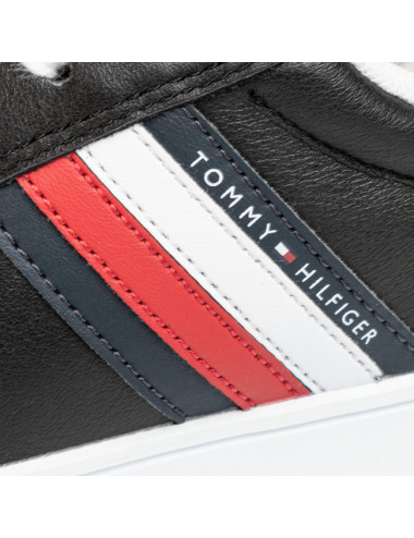 Sneaker essential leather...